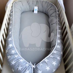 Szürke, fehér csillagos XXL-es babafészek, kivehető fekvőfelülettel