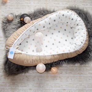 Bézs, szürke szívecskés babafészek újszülött méret